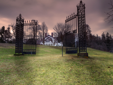 the gates of Ringwood Manor